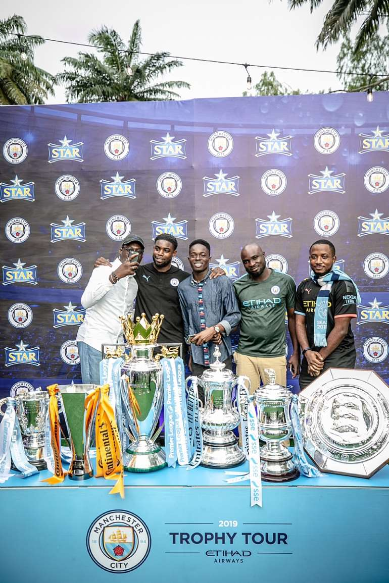 92201965054 star mancity trophy tour107