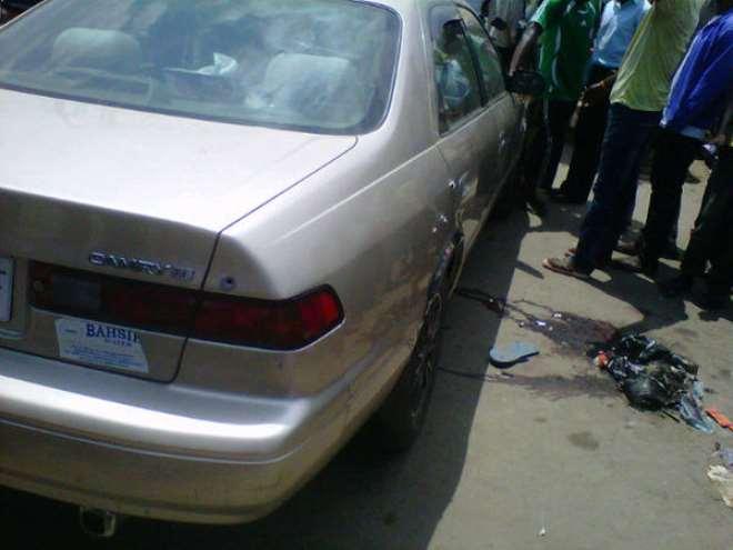 <b>Reports say that the driver of this car had his 2 legs severed by gunshot from the Gbagada robbery</b>