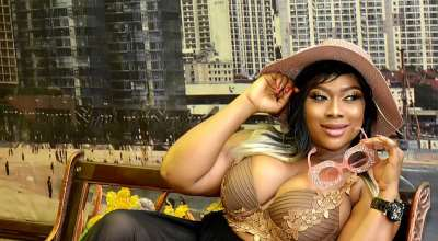 Nollywood Actress Queeneth Agbor Flashes heavy cleavage in new birthday shoot.