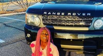 US Based Nigerian Model Rocks 6ft Long Wig